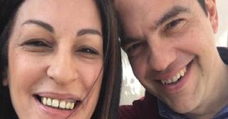 Η selfie της Μυρσίνης Λοΐζου με τον Τσίπρα -Στο γεύμα στο Μαξίμου