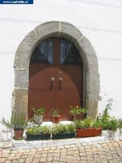 OGIVAL DOORS / Portas Ogivais, Castelo de Vide, Portugal