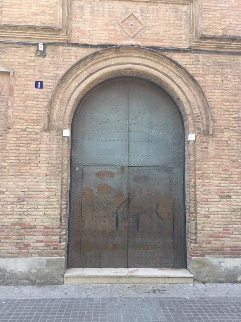 Valencia Altstadt Plaza de la Virgen 10 tipps Citytrip Old town old door