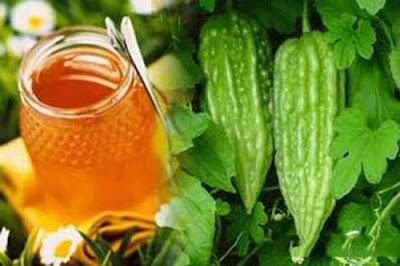 Nước ép mướp đắng và mật ong mát gan, giải nhiệt