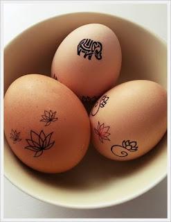 ötletes matricázott húsvéti tojások