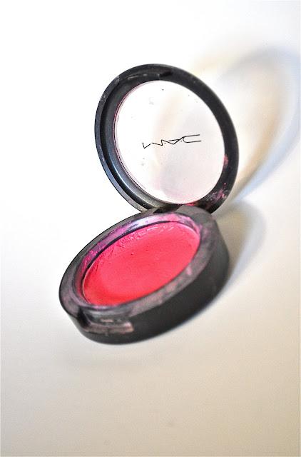 pink blush makeup fixed