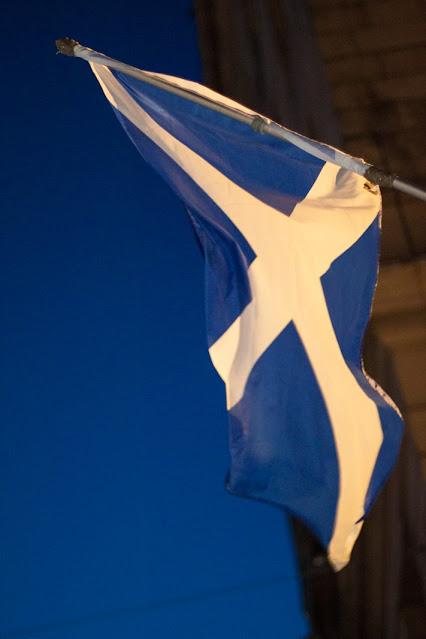 Bandiera scozzese-Edimburgo di sera