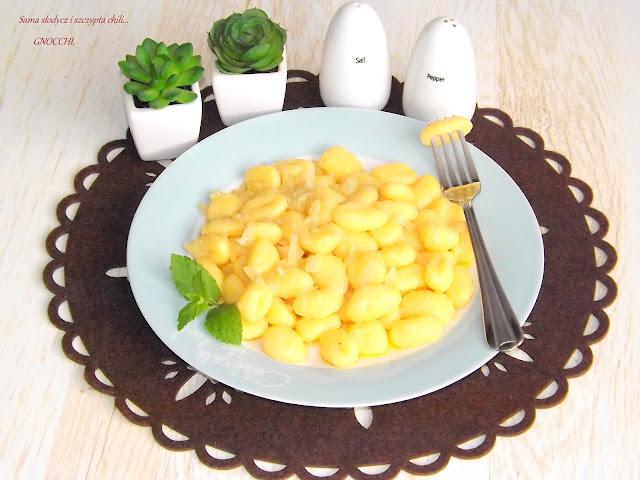 Gnocchi z masłem i cebulką.