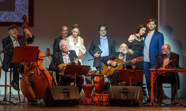 Rudolf Péter (b3), Nagy-Kálózy Eszter (b4), Nyáry Krisztián (k), Gryllus Dorka (j3) és Simon Kornél (j2), valamint Becze Gábor (b), Radványi Balázs (b2), Gryllus Vilmos (j4) és Gryllus Dániel (j), a Kaláka együttes tagjai Nyáry Krisztián és a Kaláka együttes Így szerettek ők című irodalmi estjének próbáján a Városmajori Szabadtéri Színpadon 2016. július 19-én. A Budapesti Nyári Fesztivál programjaként tartott bemutató 2016. július 20-án lesz.