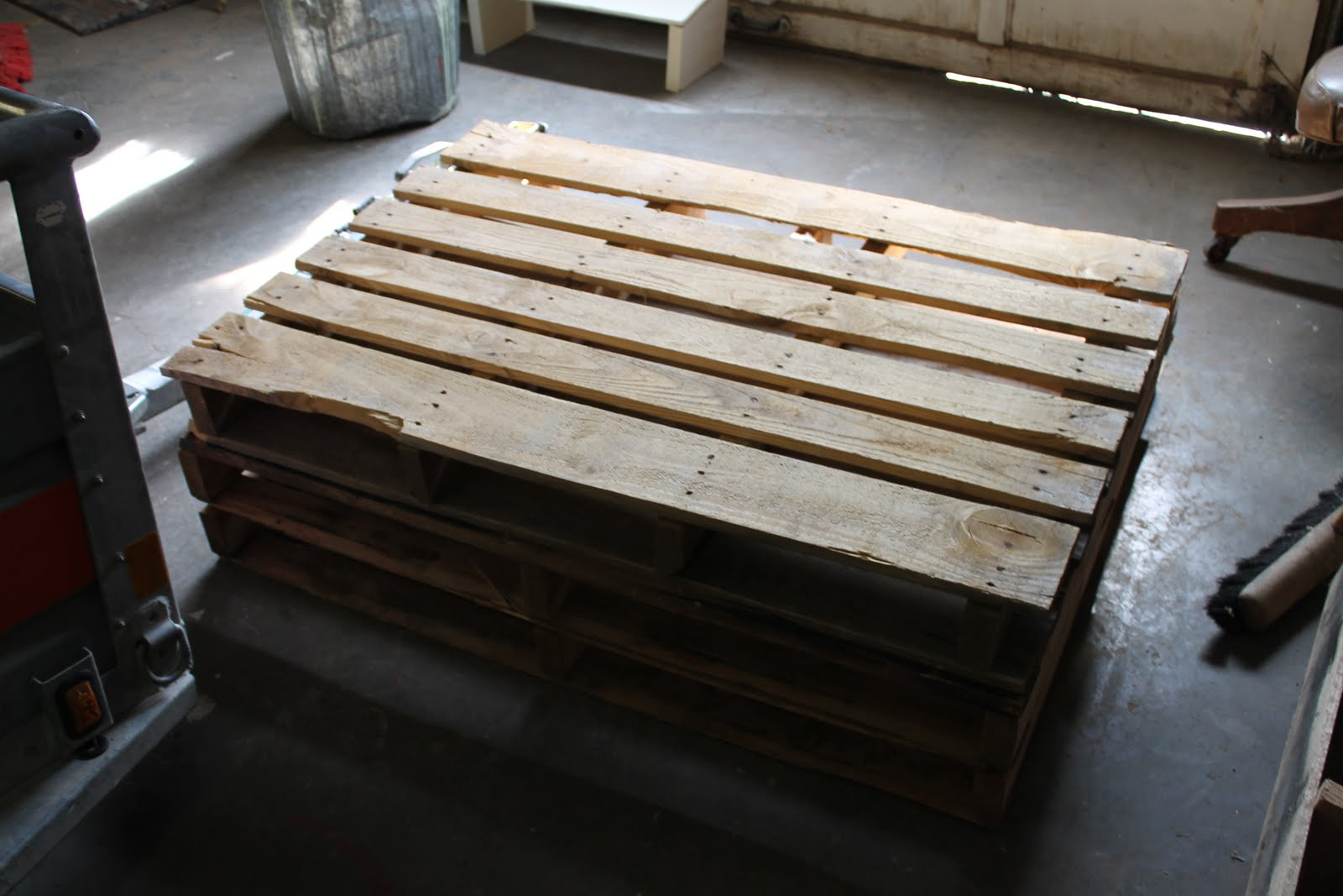 Wonderfully Made Outdoor Pallet Bench