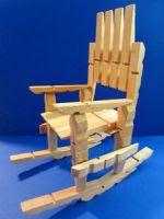 http://artes.uncomo.com/articulo/como-hacer-sillas-con-pinzas-de-madera-39398.html