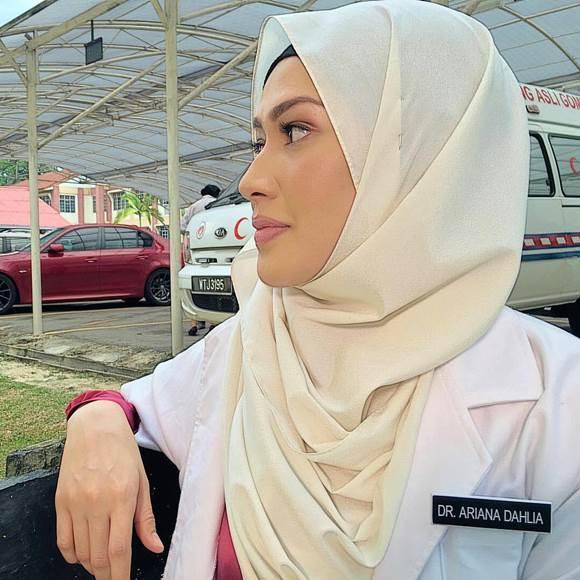 Ariana Sayangku Kapten Mukhriz