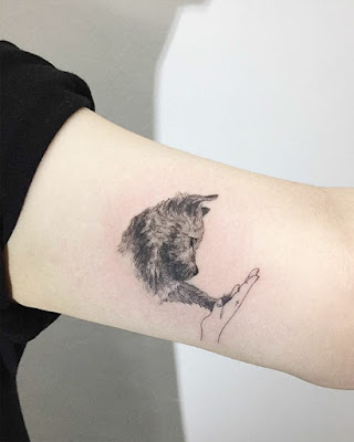 Tatuajes minimalistas en brazo
