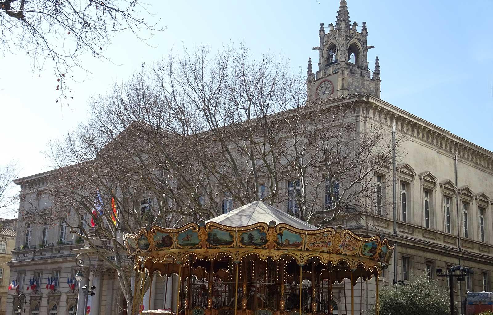 Avignon Place de l'horloge avec l'Hôtel de ville