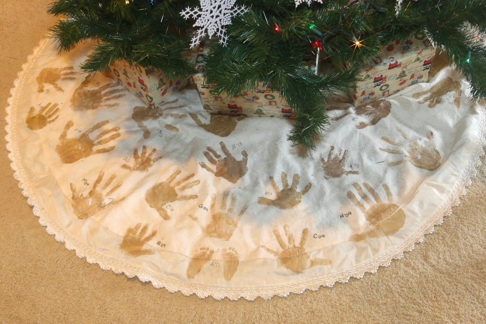 Scrappy Days: Hand Print Christmas Tree Skirt ~Super