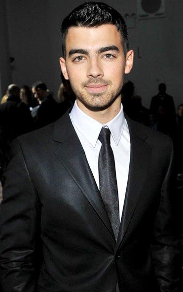 Foto de Joe Jonas muy elegante
