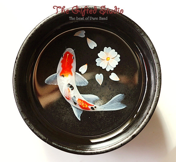 07-Koi-Fish-in-a-Japanese-Teacup-Lillian-Lee-Resin-and-Acrylic-Paints-to-make-3D-Paintings-www-designstack-co