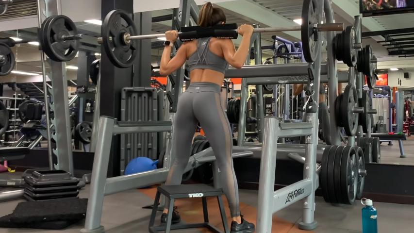 Videos de ejercicios para gluteos y piernas en el gym