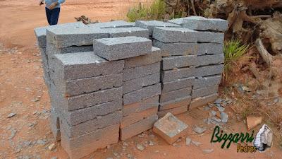 Pedra folheta de granito para construção de torre de pedra.