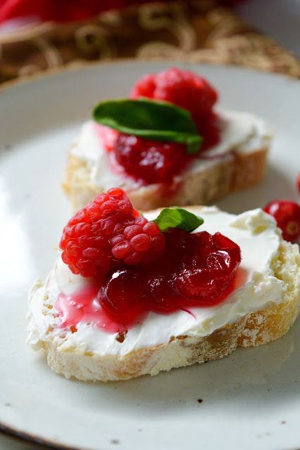 Holiday Appetizer Recipe: Cranberry Bruschetta (with homemade cranberry sauce)