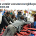 """Igreja vende """"vassouras ungidas"""" por mil reais para varrer o lixo espiritual das casas"""