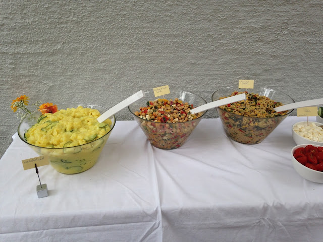 Gartenparty zur Taufe mit Zelt und Grillbüffet