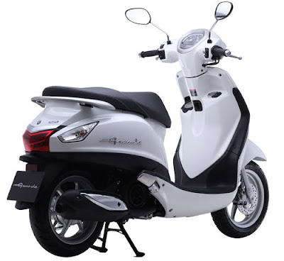 New 2016 Yamaha Nozza Grande 125cc Scooter white color rear Hd image