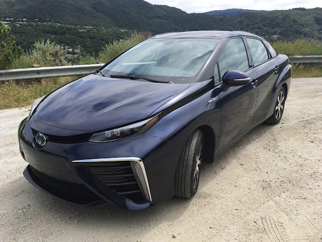 Front 3/4 view of 2017 Toyota Mirai