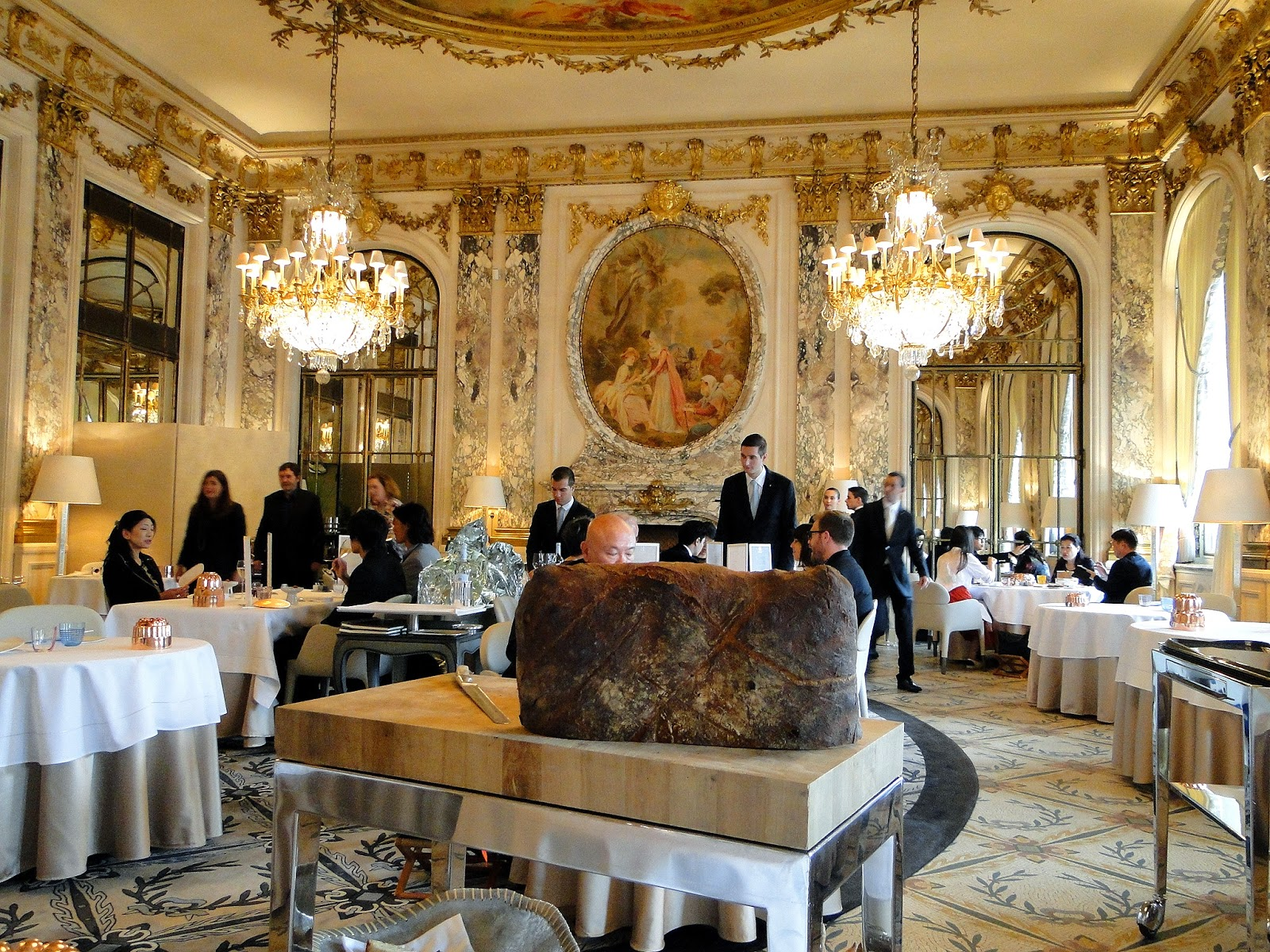 Le meurice alain ducasse paris france a for Most beautiful dining rooms in paris