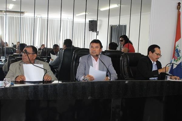 Presidente da Câmara de Delmiro Gouveia  tranca pauta do Executivo até que reduza taxa de iluminação pública