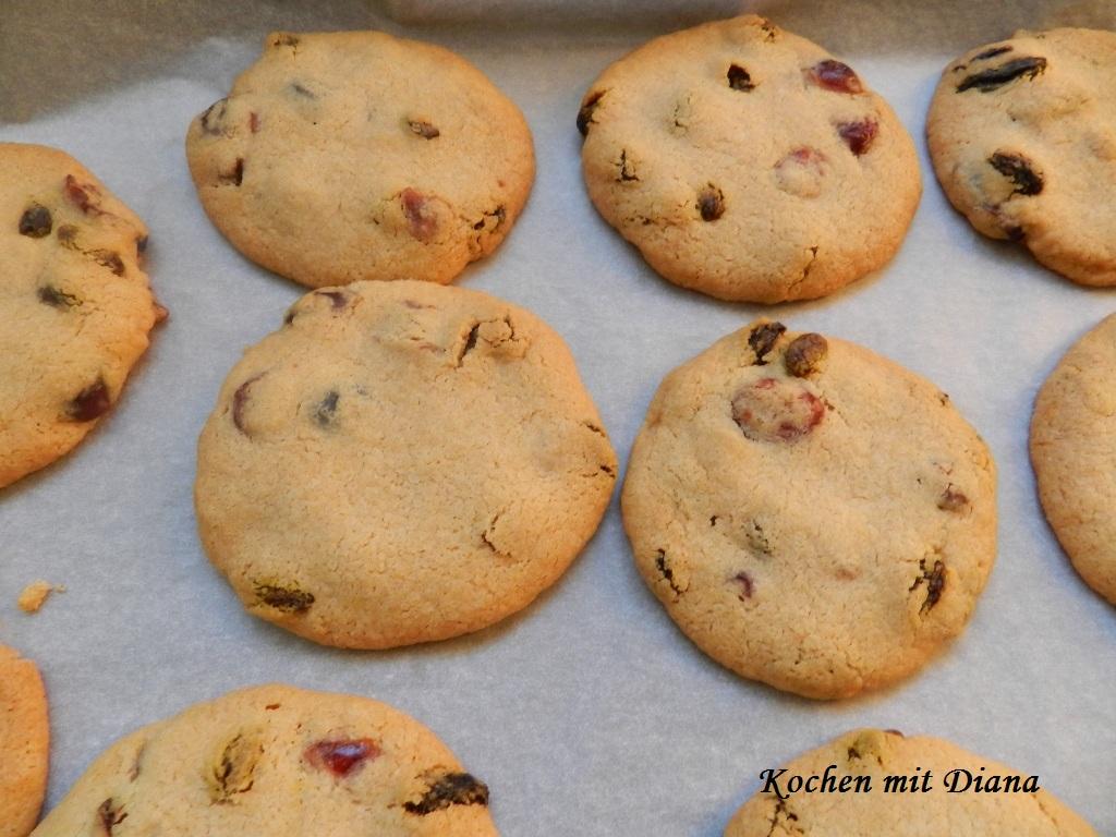 Zimt-Kekse mit Goji-Beeren und Cranberries