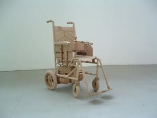 objetos hechos con cartón reciclado