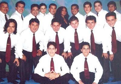 Foto de integrantes de los Hermanos Silva con corbata