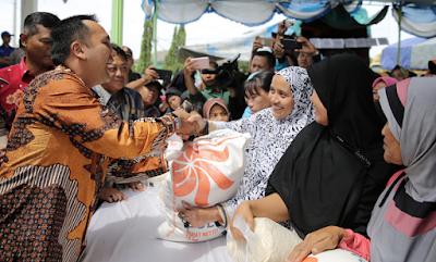 Gubernur Ridho: Semoga Operasi Pasar Bisa Mengurangi Beban Masyarakat