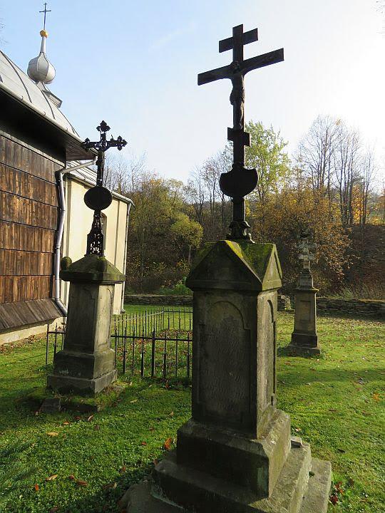 Resztki starego cmentarza.