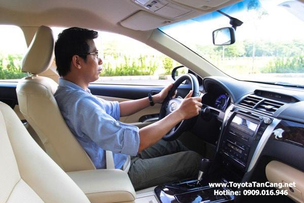 Không gian nội thất rộng thoáng hơn, ghế lái và hành khách đều được trang bị điều chỉnh nút bấm điện tử