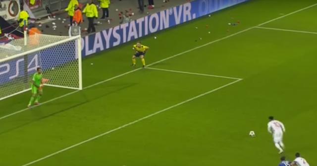 OL-JUV. Le penalty manqué de Lacazette face à Buffon !