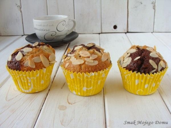 Dwukolorowe muffinki z migdałami i kakao