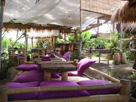 Indi et Petit bouchon en Indonesie: Bali mon kiki