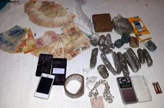 http://vnoticia.com.br/noticia/1279-jovem-e-preso-por-trafico-de-drogas-em-valao-seco-sfi