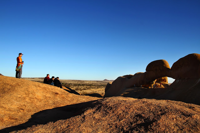Visitar SPITZKOPPE, as montanhas laranjas que são a dança de continentes   Namíbia