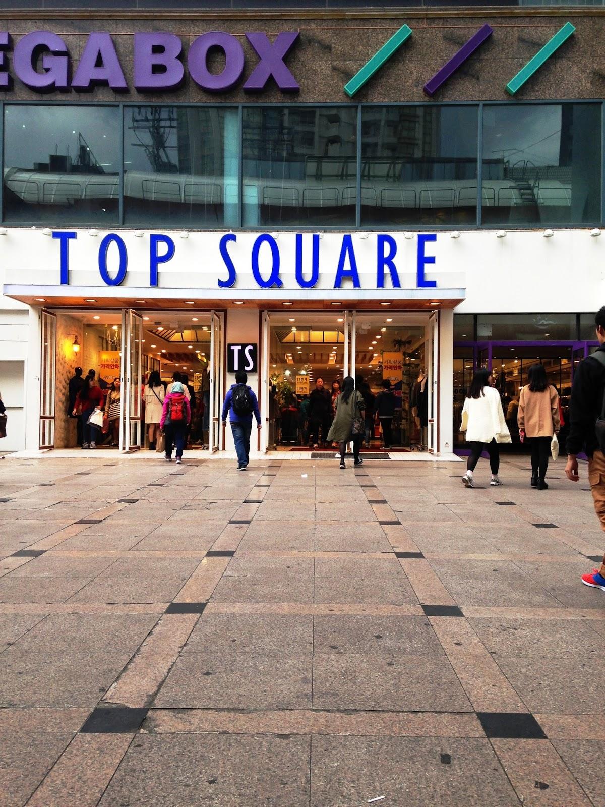 Di sini terdapat banyak barangan pakaian yang mengikut trend masyarakat korea pada masa kini Dan ramai golongan muda yang gemar untuk shopping di sini