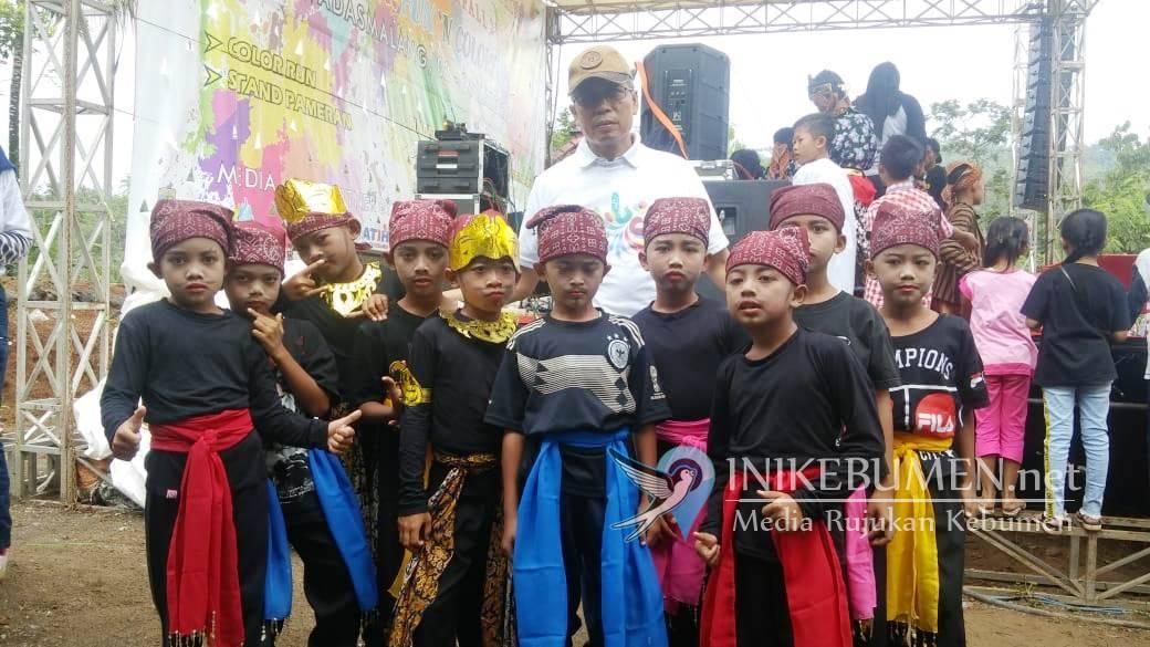 Anak-anak SD Ikut Meriahkan Launching Curug Sindaro