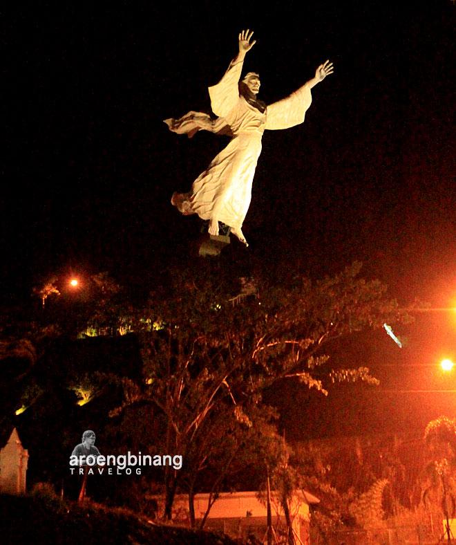 patung yesus memberkati manado sulawesi utara