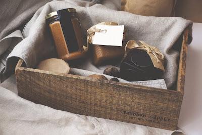 Regalo para los invitados de boda en caja de aspecto rústico