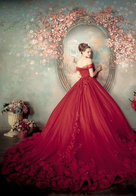 robe mariée rouge épaule dénudée