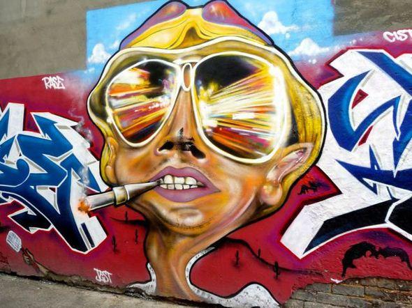 الفن بأى شىء وعلى أى شىء street-art-work-24.j