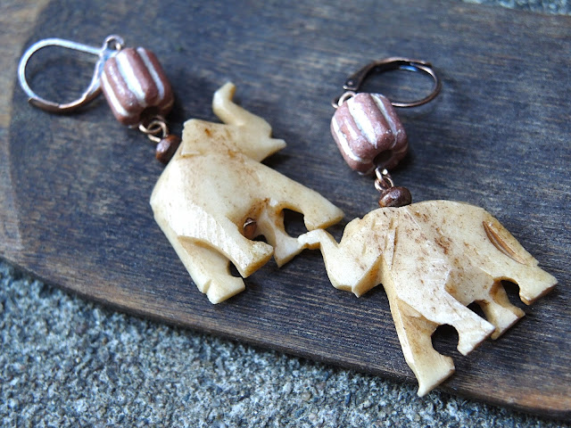 free tutorial for making safari earrings with an elephant - gratis tutorial om zelf oorbellen te maken met een olifantje
