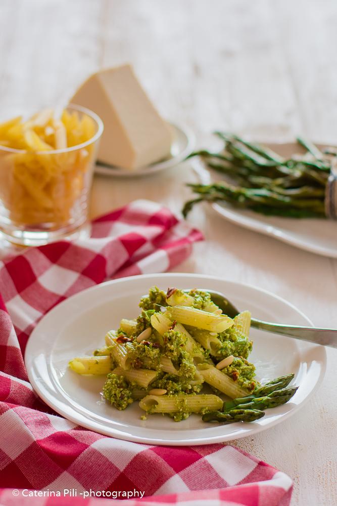 Pasta a base di farina di mais riso e grano saraceno con pesto di asparagi | ricetta gluten free