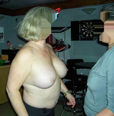 Mi esposa desnuda con mi amigo