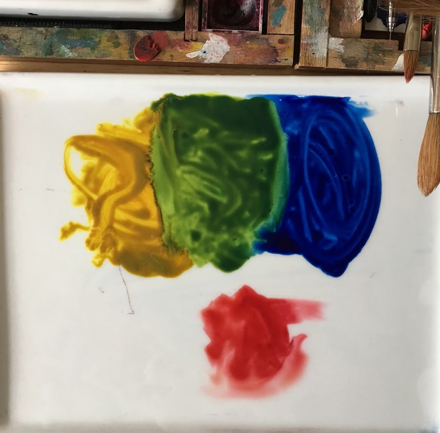 paints chosen to mix green on ceramic palette