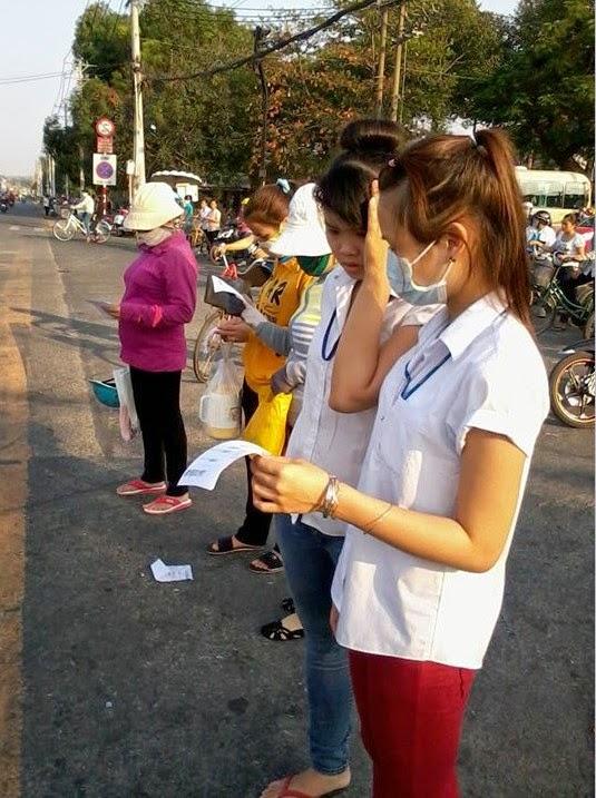 Phát tờ rơi tại Tây Ninh