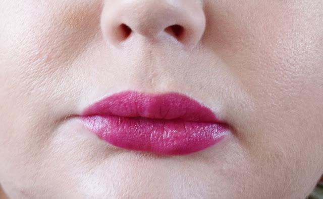 Burt's Bees Lipstick 511 Magenta Rush Swatch
