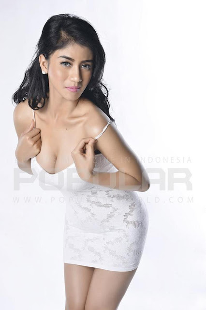 Hot Photo Lina Marlina White Lingerie On Popular Magazine